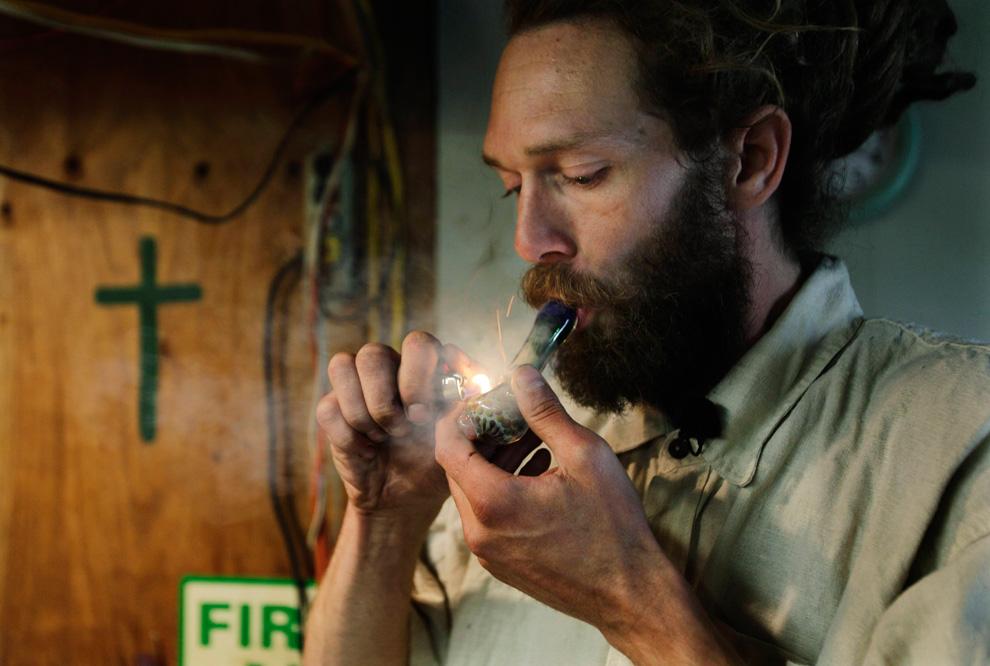 fumar-marihuana-con-pipa